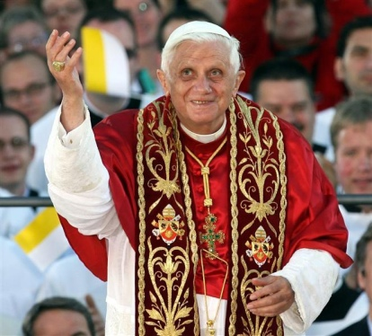 Pope Benedict XVI waves to pilgrims and visitors before his prayer at the Marienplatz in Munich